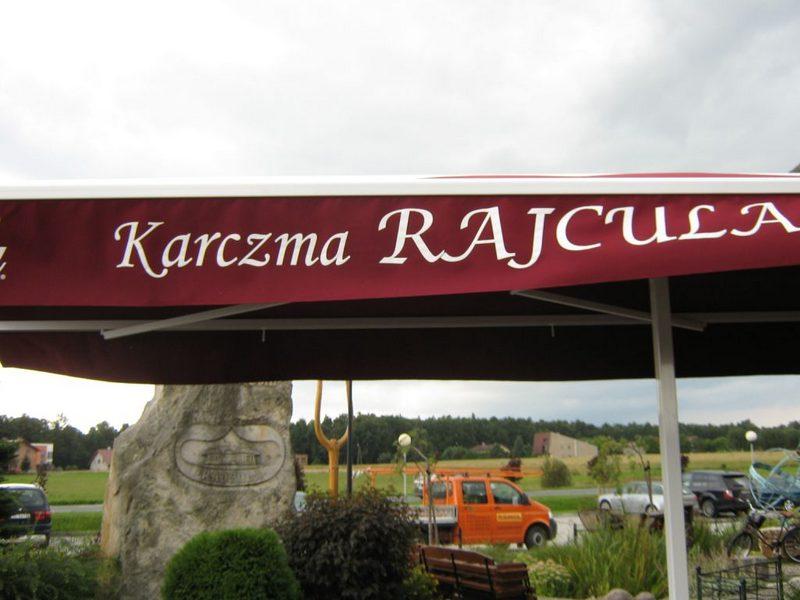 Czerwona markiza komercyjna do restauracji